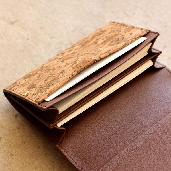 収納力抜群の名刺入れ・カードケース「CONNIE Business Card Case」