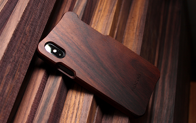 手作り感を活かした無垢のiPhone XS/X用木製アイフォンケース