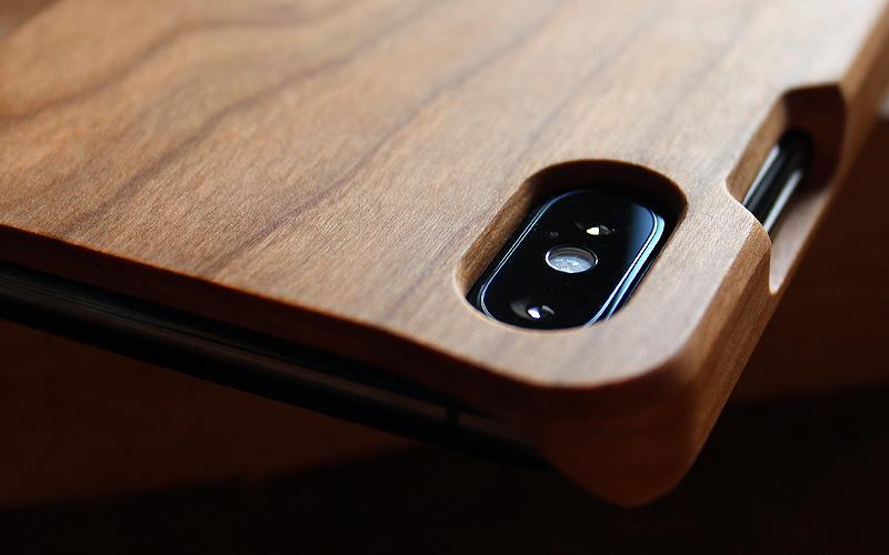 手触り感を活かしたiPhone XS Max用木製ケース