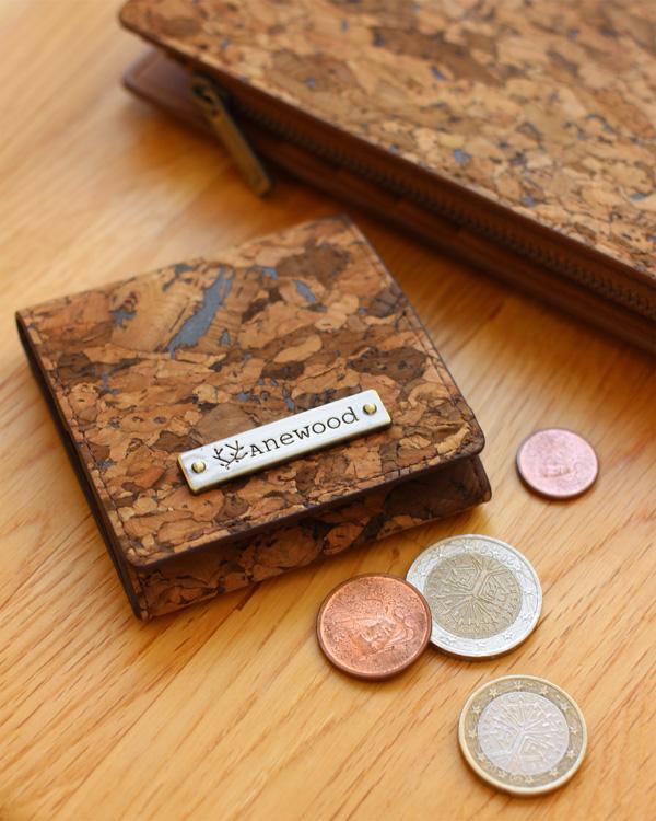 コンパクトなコインケース・小銭入れ「CONNIE Square Coin Purse」