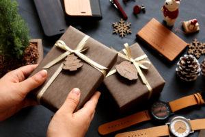クリスマス限定木製チャーム付ラッピング受付中