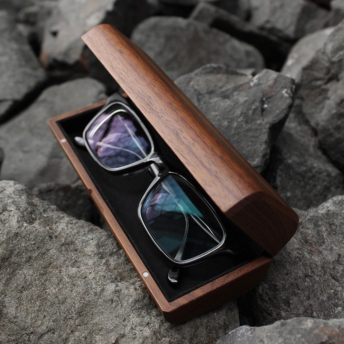 メガネやサングラスを木のぬくもりでやさしく覆うおしゃれなメガネケース