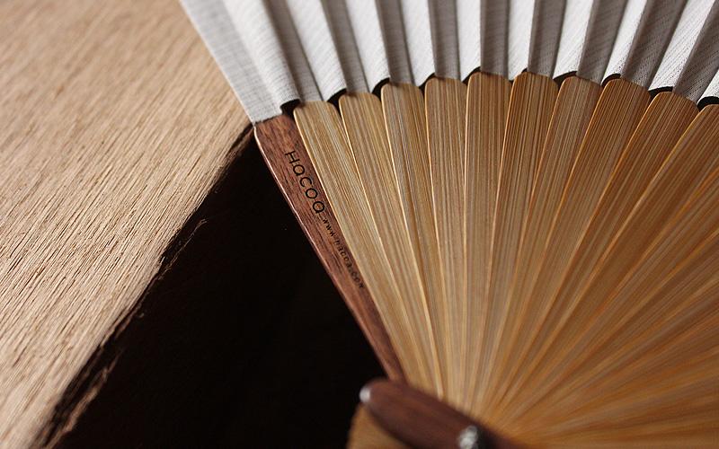 銘木のウォールナットに名入れが出来る「扇子 ウォールナット」