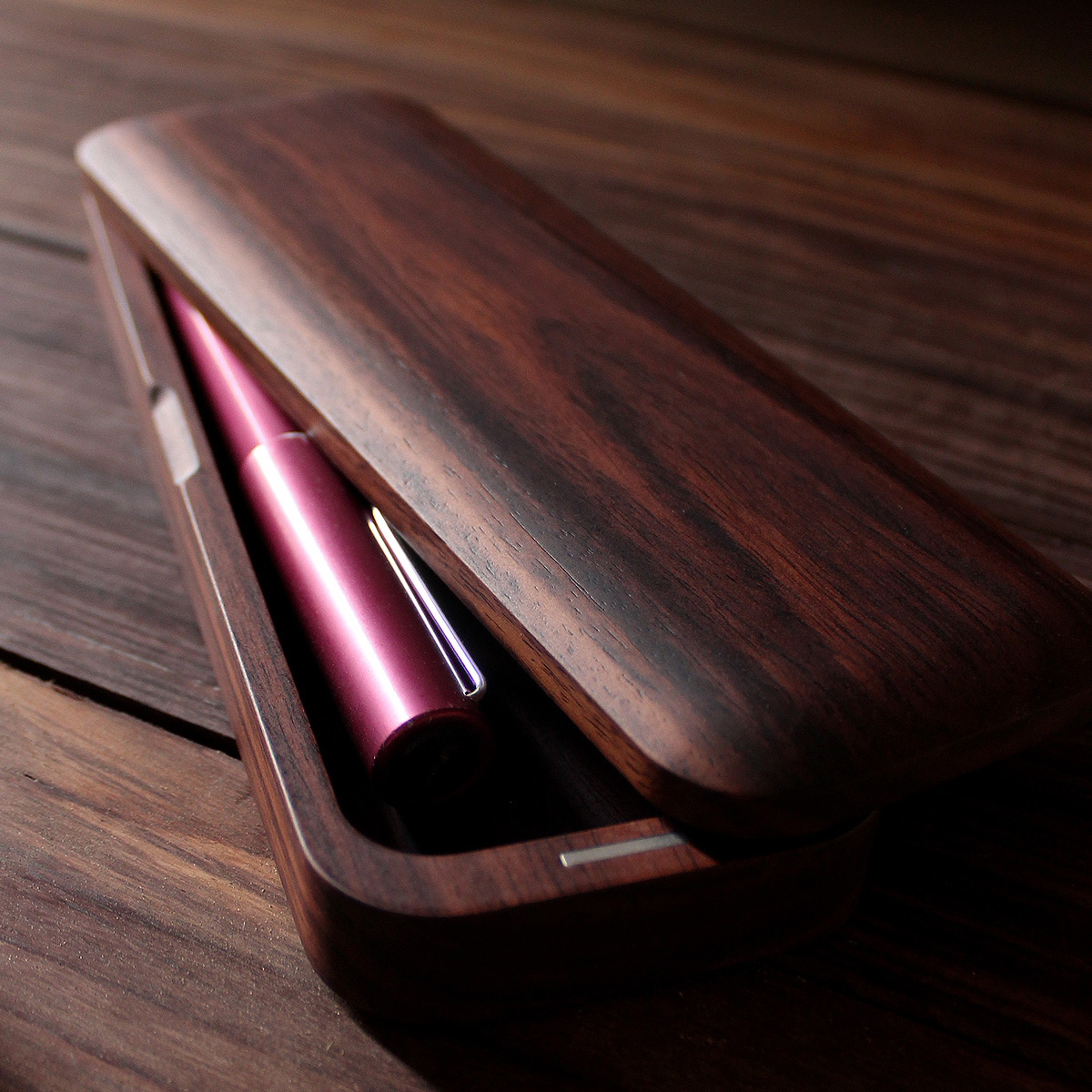 機能とデザイン性を備えたおしゃれな木製筆箱「Pen Case Gentle」