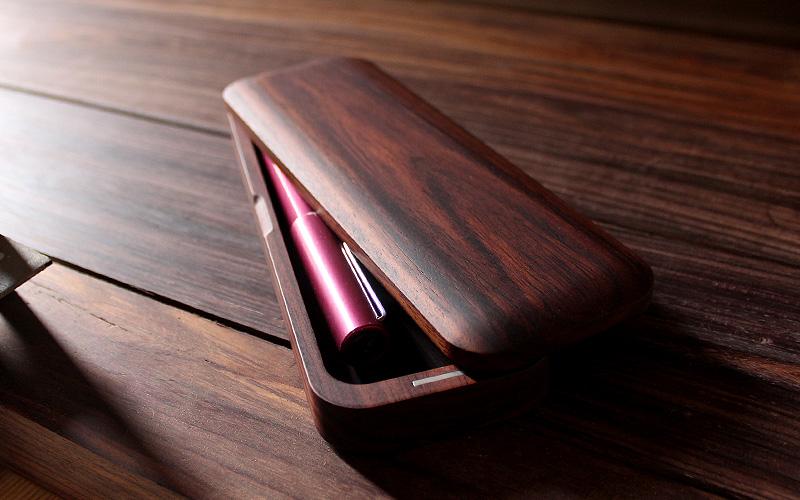 フタ裏側に筆箱本体をスタッキングできるので、商談中や学校の机の上が乱雑にならず、オシャレに使えます