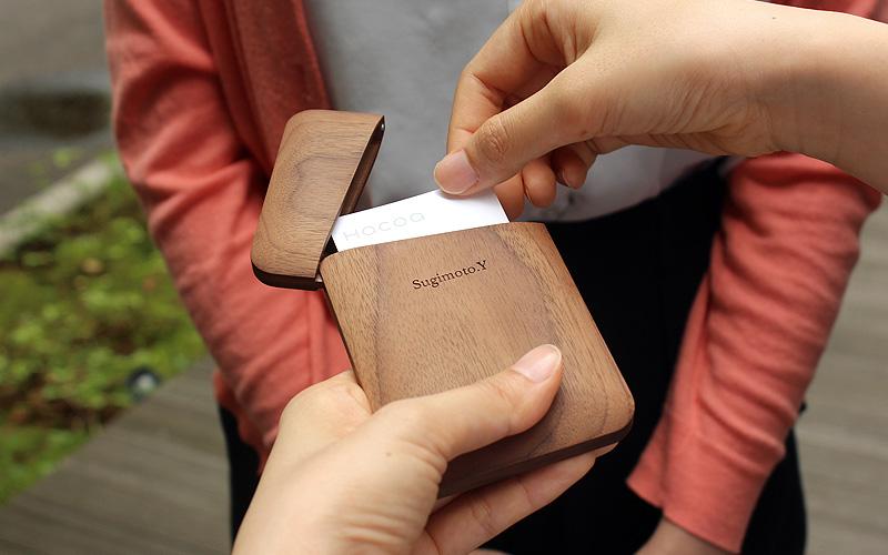 カードケースに名入れ・名前入り刻印が出来ます、世界に一つだけのオリジナルギフトを手軽にご用意。