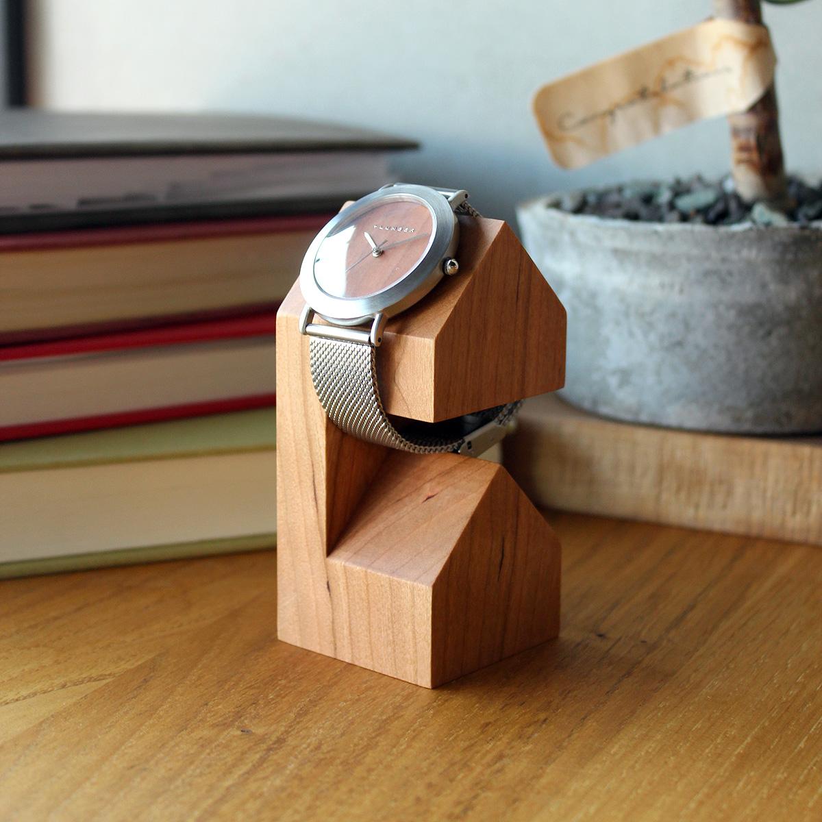 家の形のかわいい木製ウォッチスタンド「WatchStand House」