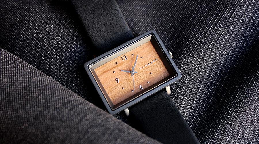 シンプルなスタイルが木目をより強調するおしゃれな腕時計です。
