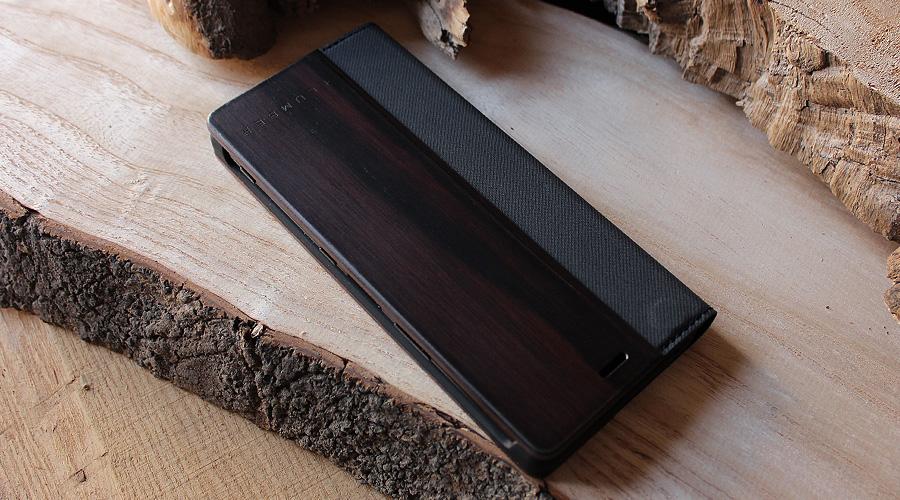 希少性の高い高級天然木材の黒檀を使用した贅沢なXperiaケース。