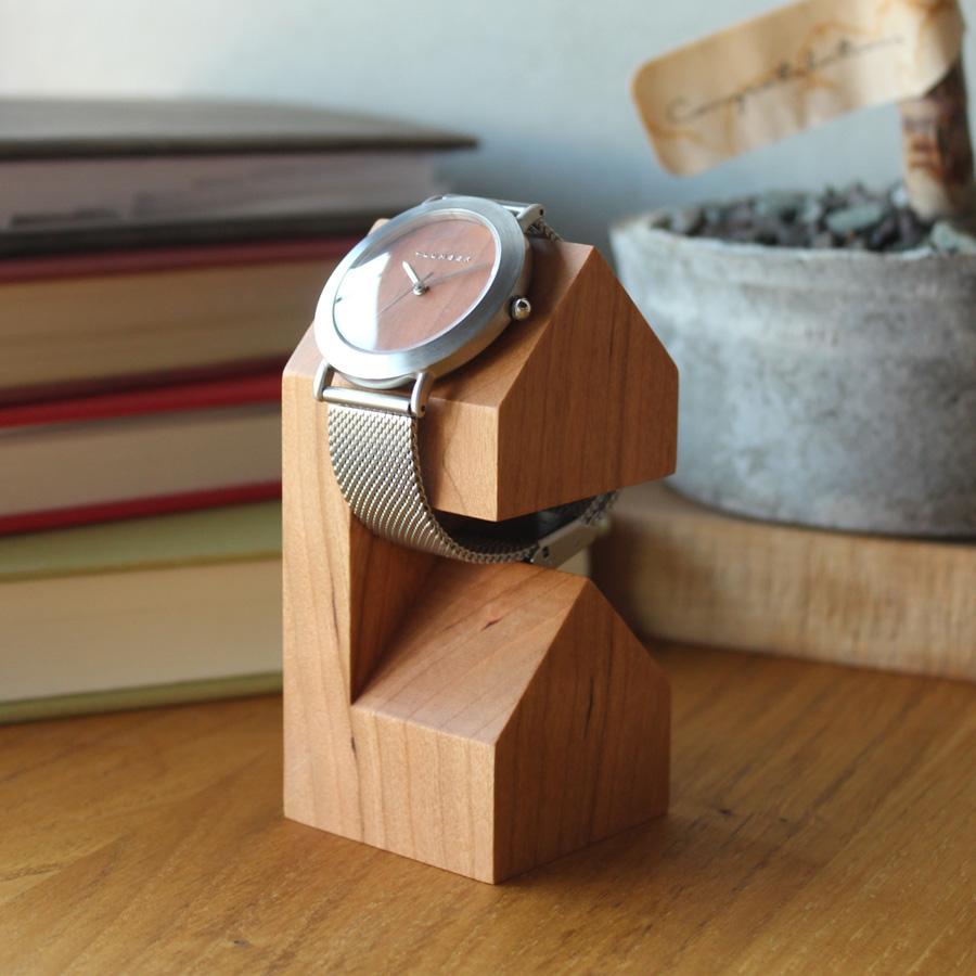おお客様の気になる商品-木製腕時計スタンド「WatchStand House」