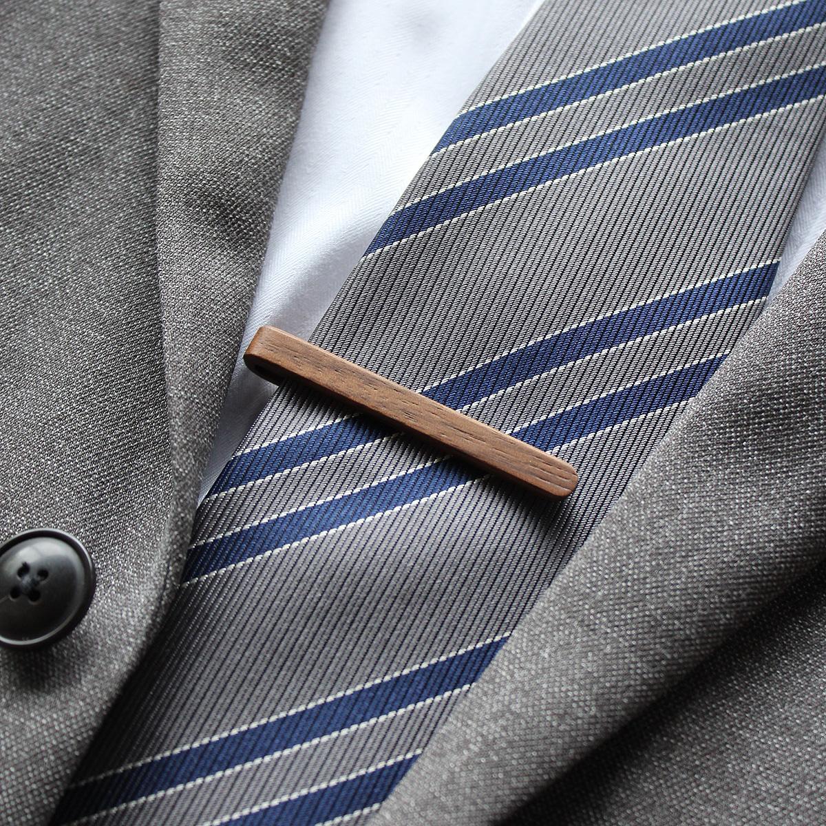 ビジネスシーンはもちろん、結婚式などのフォーマルシーンにも最適な木製ネクタイピン。