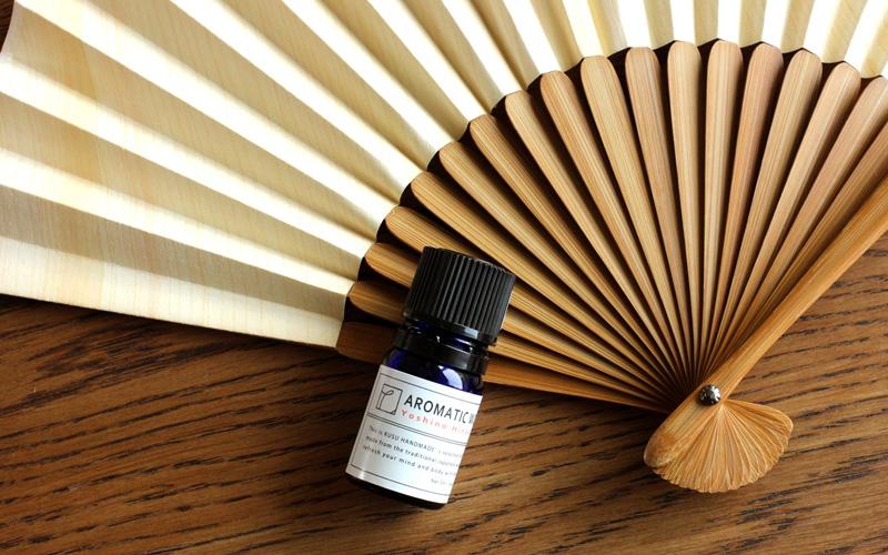 爽やかなヒノキの香りがふわっと広がる「桧の扇子+アロマオイルセット」
