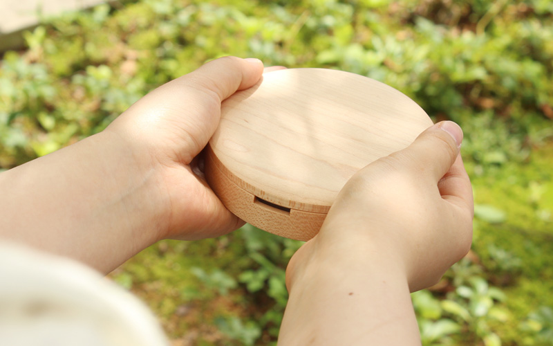 出産祝い・入学祝い・誕生日ギフトに、名入れができる木製乳歯ケース「Baby Teeth Box」