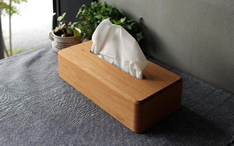インテリアに馴染みやすいシンプルで美しいデザインのティッシュボックス。