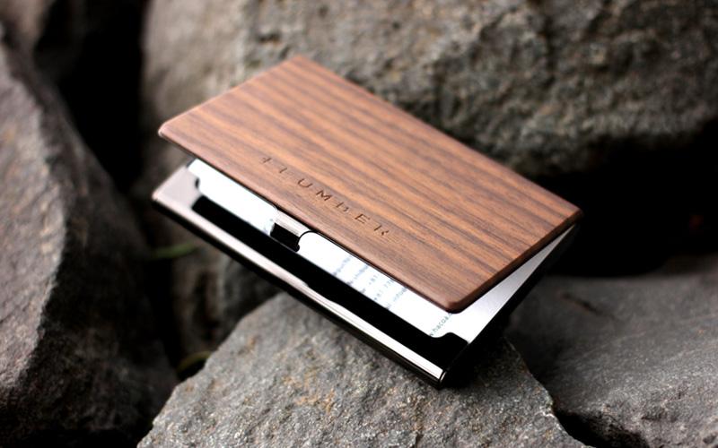 木目の美しさをシンプルに表現した木製カードケース・名刺入れ