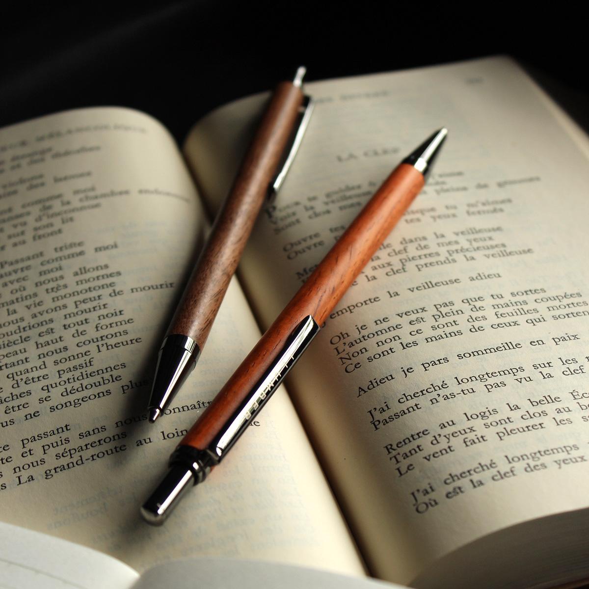 銘木をプラスしたノック式の木製ボールペン