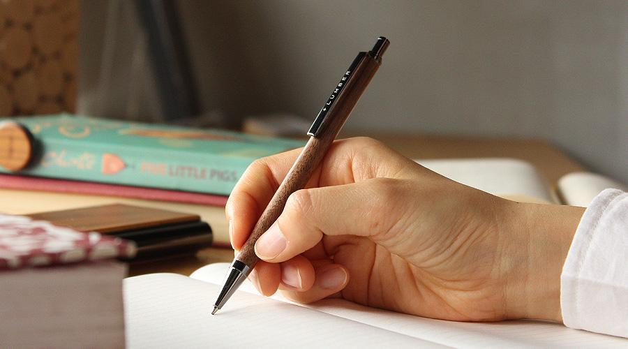 使う程に趣が増し、愛着が生まれるあなただけの木製ボールペン。