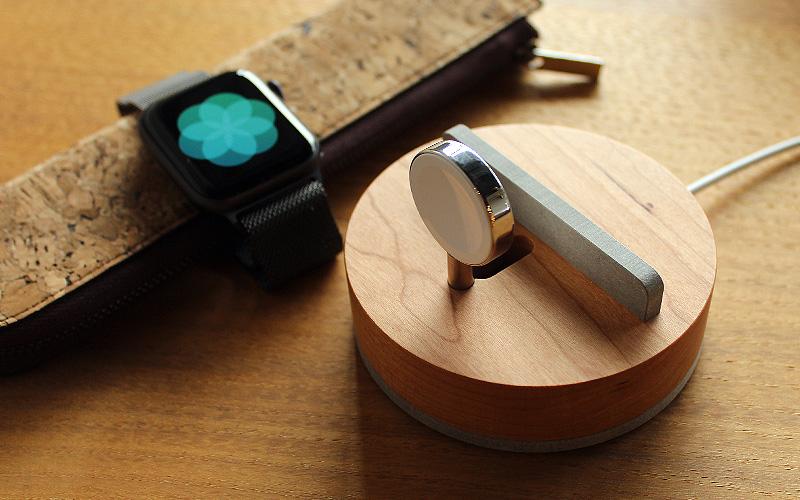 Apple純正のミラネーゼループなどのループタイプバンドに最適。バンドタイプでもベルトをループ状に出来れば充電いただけます。