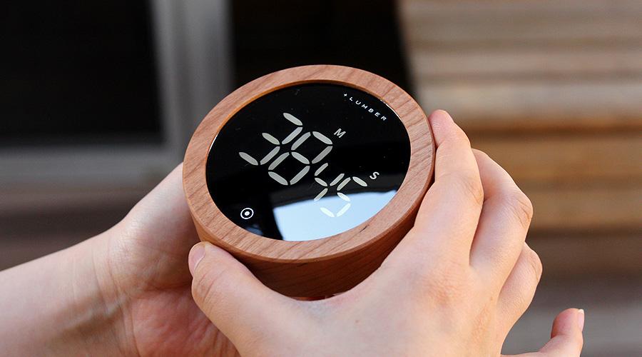 木部を回してタイマーを設定します。右に回すと時間をプラス、左に回すと時間をマイナスに調整できます。