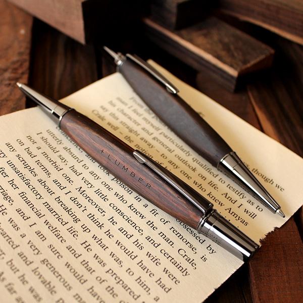 「TRIANGLE BODY BALLPOINT PEN(黒檀)」銘木をプラスした三角型ボールペン