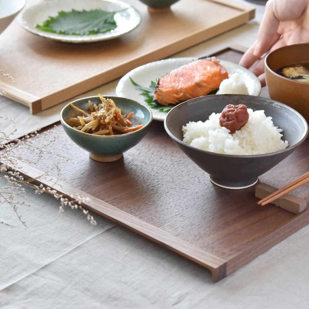 木の素材感が引き立つミニマルデザインの木製トレイ「Serving Tray」